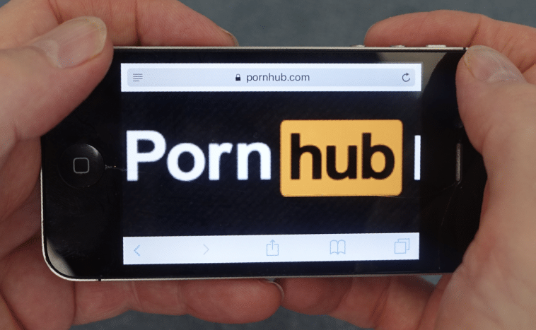 Screen Shot of Pornhub on telefoonka
