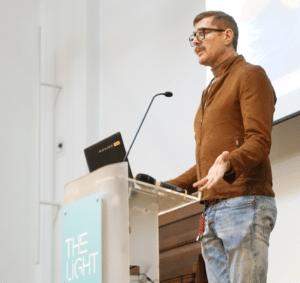 Davis Stuart de Dean Street falando en The Light en House's Friend en 26 Xaneiro 2019